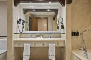Melia Villaitana Golf Resort Junior Suite Bathroom